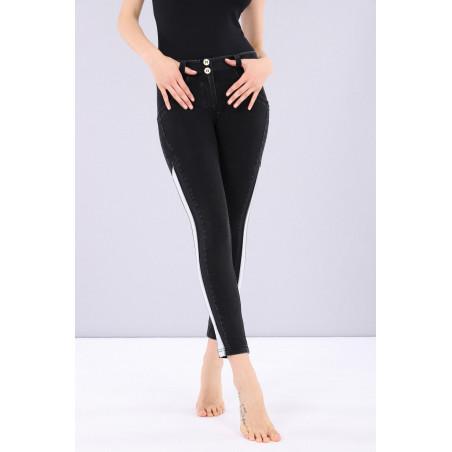 WR.UP® Denim Effect - Regular Waist Skinny - Contrast Striping - 7/8 Length - J7N - Black Denim - Black Seam