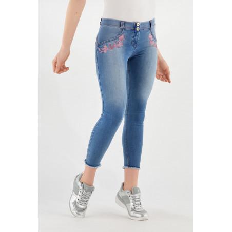 WR.UP® Denim Effect - Regular Waist Skinny - 7/8 Length - Frayed Hem and Embroidery - J4F - Clear Denim - Fucshia Seam
