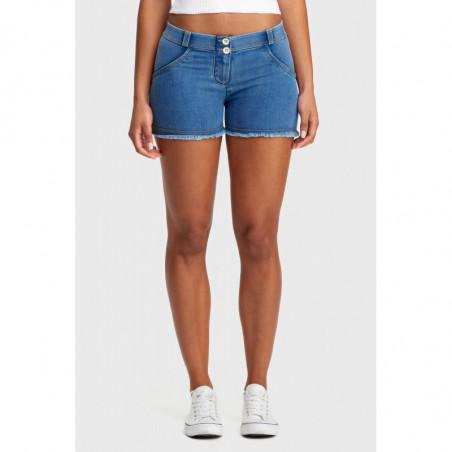 WR.UP® Denim Effect - Regular Waist Shorts - Frayed Hem - J4Y - Ljusblå Denim - Gula Sömmar