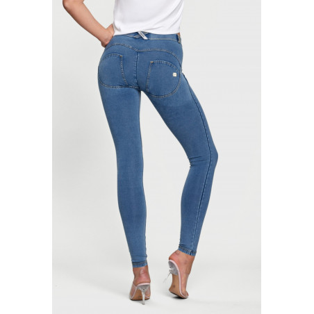 WR.UP® Denim Effect - Regular Waist Super Skinny - J4Y - Ljusblå Denim - Gula Sömmar